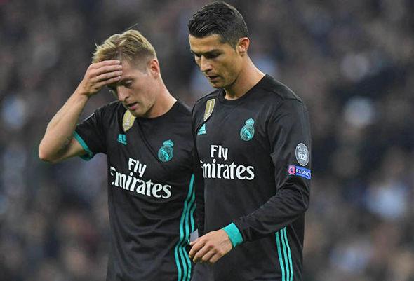 Real lại thua mất mặt, Zidane phản pháo thế này đây