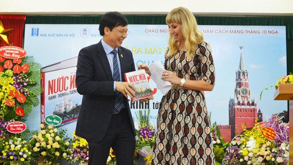 'Nước Nga- Hành trình tới tương lai' qua ngòi bút Nhà báo Hồ Quang Lợi