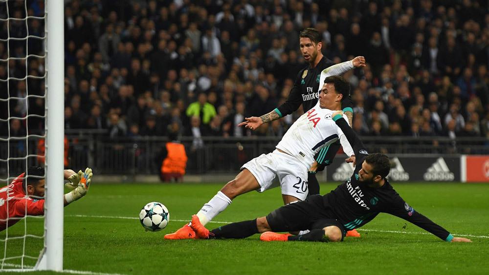 Real thảm bại: Ronaldo bất mãn, trọng tài quay lưng