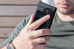 """Galaxy Note 8 dính lỗi """"đơ máy"""""""