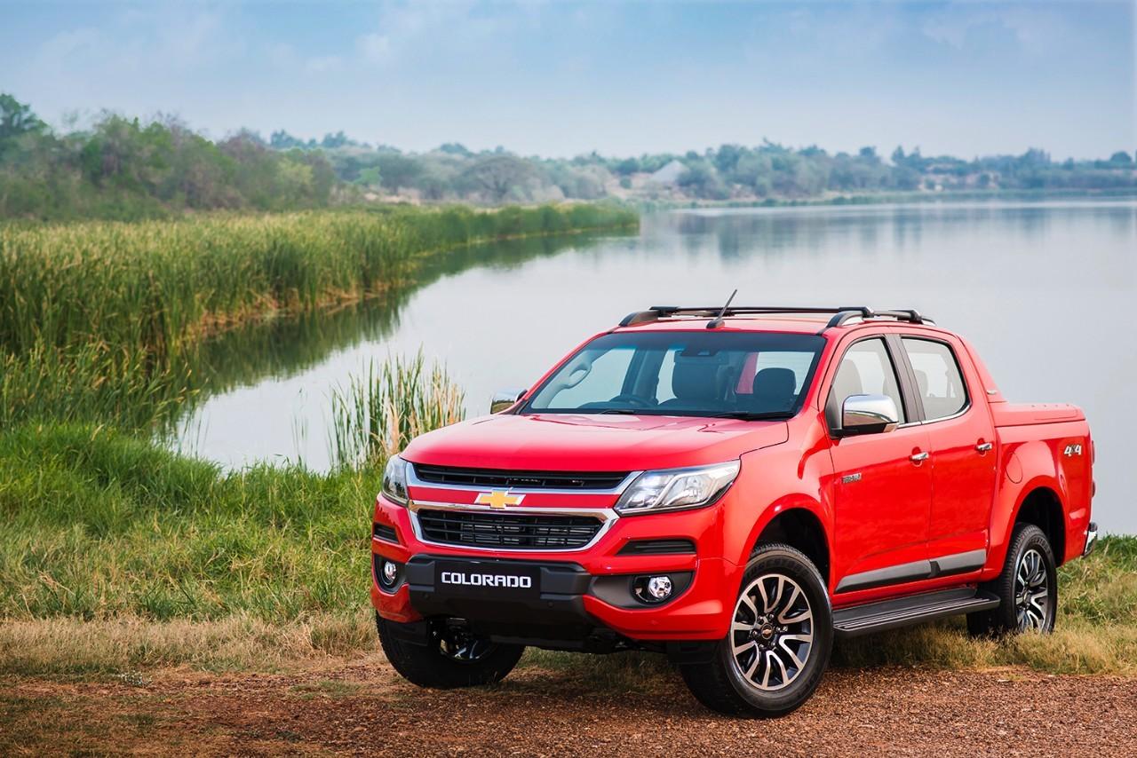 2 xe bán tải 'hot' giảm giá gần 100 triệu tháng 11, về mốc 500 triệu/chiếc