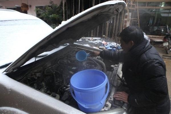Khởi động ô tô không đúng cách khi trời lạnh sẽ gây sự cố nghiêm trọng