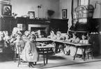 Nhà giáo dục khai sinh ra trường mầm non