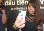 Cận cảnh chiếc iPhone X vạn người mê giá 60 triệu đồng