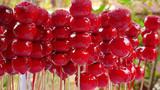 Thánh ăn công sở lại trổ tài làm kẹo hồ lô từ hoa quả