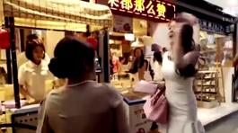 Hotgirl bị đánh tơi tả vì chen lấn khi xếp hàng mua bánh