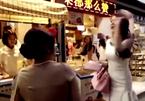 10 clip 'nóng': Hotgirl bị đánh tơi tả vì chen lấn khi xếp hàng mua bánh
