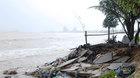 Bão Damrey quần thảo: Đà Nẵng mưa xối xả, nước sông Hàn mấp mé bờ