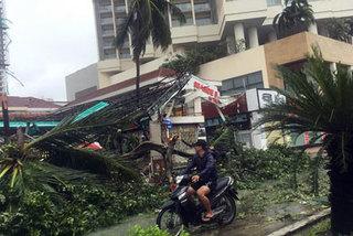 Phố biển Nha Trang tan hoang sau bão lịch sử