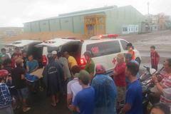 Bão Damrey: Tàu Hải quân cứu 2 thuyền viên, vớt 1 thi thể trên biển