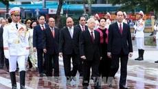 Lãnh đạo Đảng, Nhà nước đặt hoa tưởng niệm tại tượng đài Lenin