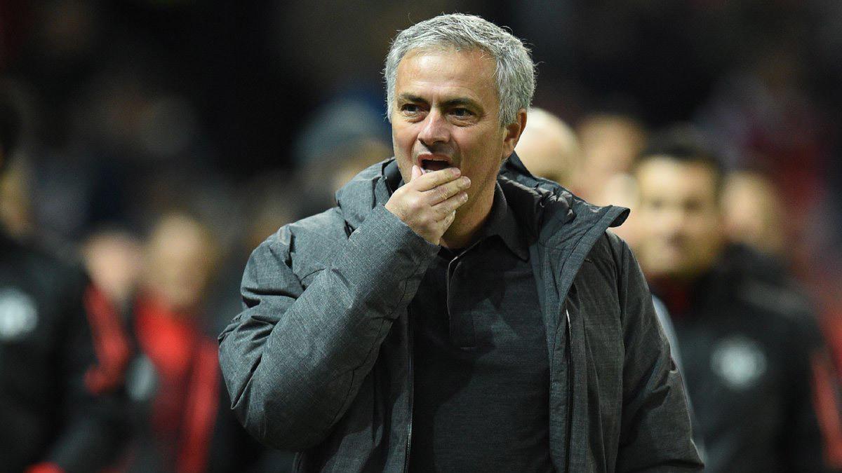 mu bai truoc chelsea sao lai khoc roi ong mourinho 2 - Đàn ông ai lại thế, Mourinho!