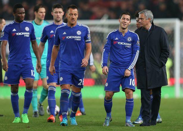"""cham mat - Chạm mặt """"cừu đen"""" Hazard, Mourinho hành động không ngờ"""