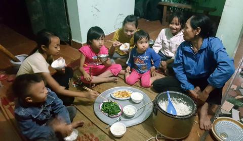 Bà mẹ đẻ 8 con ở Hà Nội