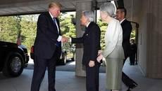 Vì sao ông Trump không cúi người chào Nhật hoàng?