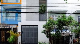 """Căn nhà phố thiết kế đơn giản nhưng """"nổi loạn"""" ở Sài Gòn"""