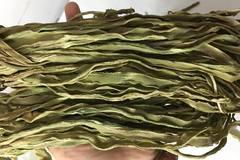 Rau khô như nắm cỏ: 500 ngàn/kg, xếp hàng nửa tháng chờ mua