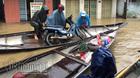 Mưu sinh trên phố ngập lũ ở Huế hốt bạc triệu mỗi ngày