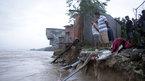 Biển 'nuốt chửng' 4 nhà dân ở Quảng Ngãi