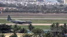 Máy bay vận tải Hàn Quốc mang theo xe hơi đáp sân bay Đà Nẵng