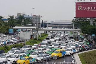 Thu phí ô tô để giải cứu ùn tắc sân bay Tân Sơn Nhất