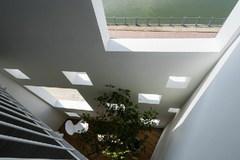 Ngôi nhà nhiều cửa sổ vuông kỳ dị giữa lòng Sài Gòn