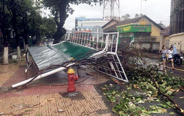 Tăng chóng mặt, 82 người chết trong bão số 12