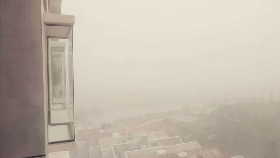 Khu dân cư ở quận 2 chìm trong sương mù (Ảnh Minh Chánh)