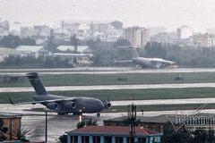 Máy bay vận tải Mỹ mang siêu xe 'Quái thú' đến Đà Nẵng