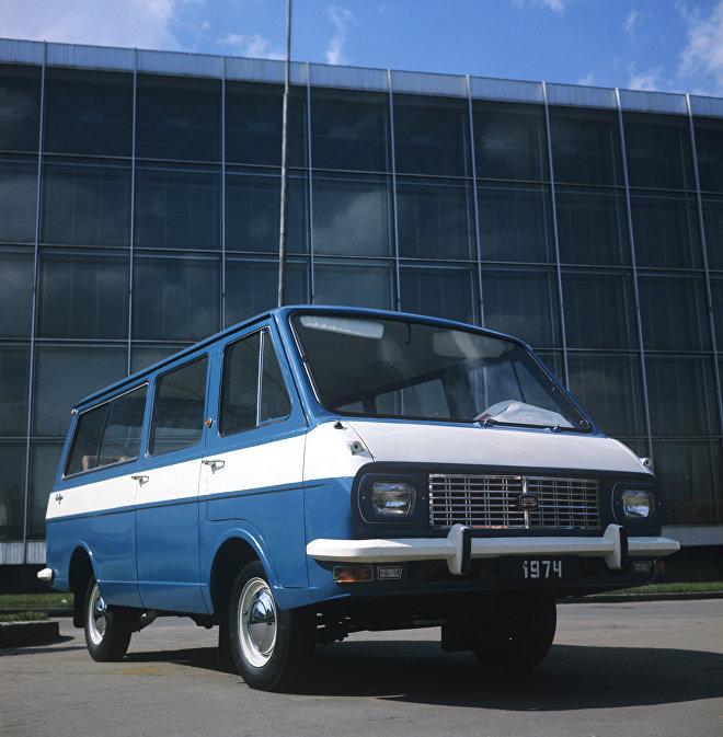 Điểm danh những thương hiệu ô tô Liên Xô đã chìm vào quên lãng