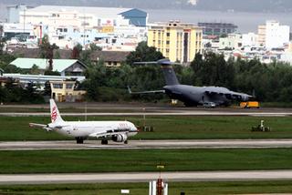 Chuyên cơ liên tục đáp xuống sân bay Đà Nẵng