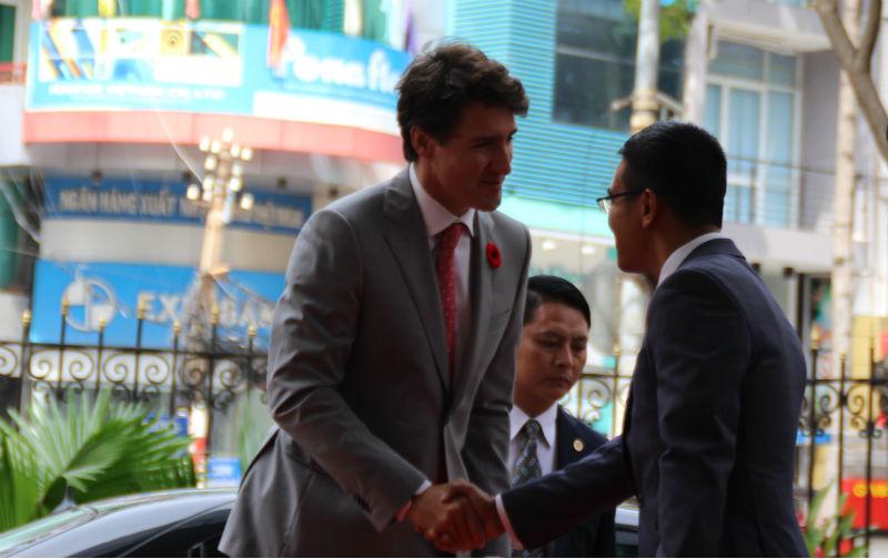 Thủ tướng Canada đánh cồng tại sàn chứng khoán TP.HCM