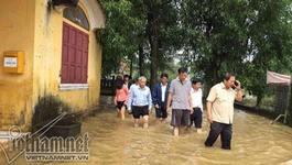 Bộ trưởng Trương Minh Tuấn lội bùn kiểm tra rốn lũ Thừa Thiên - Huế