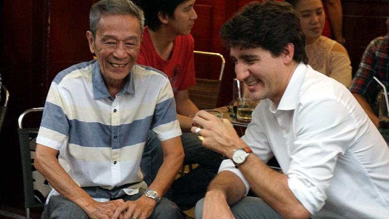 Thủ tướng Canada thưởng thức cà phê sữa vỉa hè Sài Gòn - 2