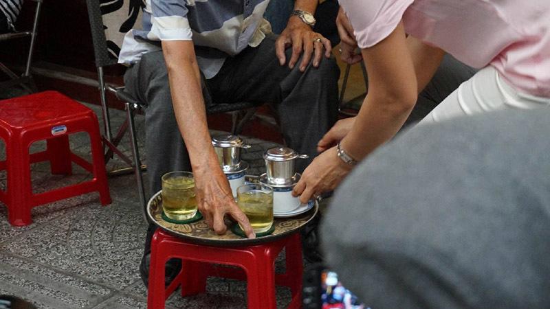 Thủ tướng Canada thưởng thức cà phê sữa vỉa hè Sài Gòn - 5