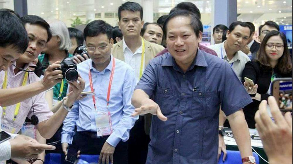 Bộ trưởng TT&TT thăm nơi phóng viên tác nghiệp APEC