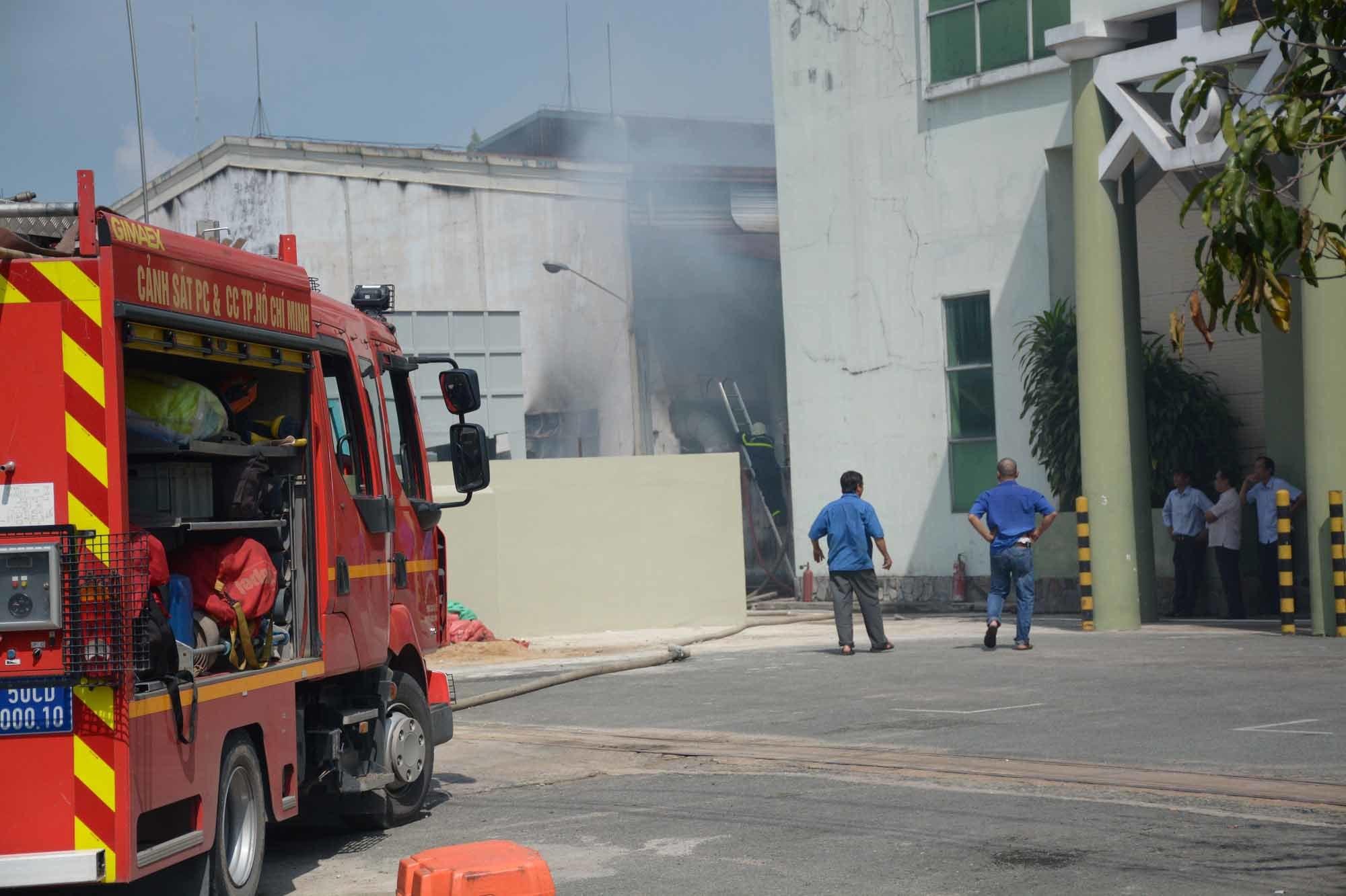 Hiện trường vụ cháy công ty may mặc ở vùng ven Sài Gòn