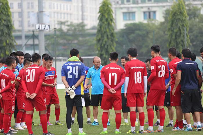 HLV Park Hang Seo chỉ có hơn 1 tuần làm việc cùng tuyển Việt Nam. Ảnh S.N