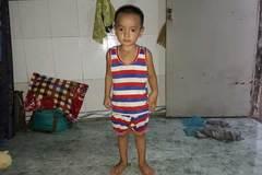 Hơn 20 triệu đồng trao cho bé Gia Bảo ung thư mắt