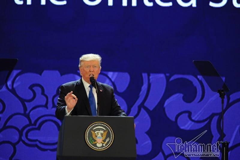 Tổng thống Donald Trump có bài phát biểu tại hội nghị Thượng đỉnh lãnh đạo doanh nghiệp APEC.
