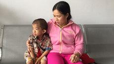 Bệnh nặng, cha mẹ nghèo, tính mạng cậu bé 4 tuổi mong manh lắm