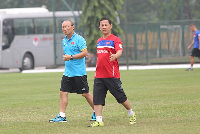 V-League đã hết, giờ để HLV Park Hang Seo ra tay!