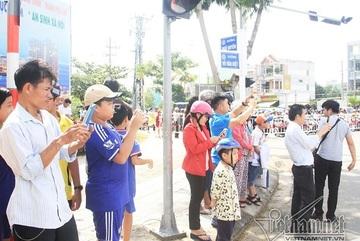 Dân Đà Nẵng xuống đường săn siêu xe các nguyên thủ