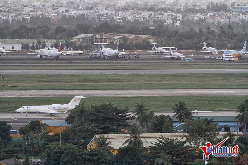 Dàn chuyên cơ chở nguyên thủ phủ kín sân bay Đà Nẵng