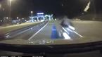 Xe máy nhầm đường đâm trực diện đầu ô tô