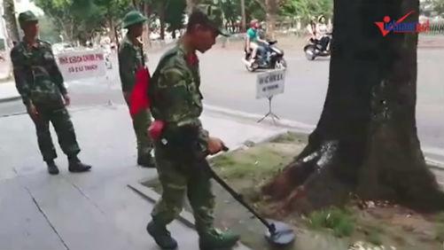 Clip Lực lượng công binh rà mìn trước giờ TT Trump đến Hà Nội