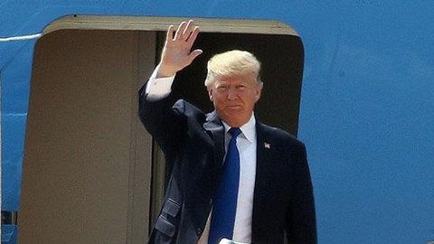 Cận cảnh tổng thống Trump lên máy bay sân bay đà nẵng