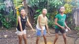 """Những """"Em gái mưa"""" phiên bản hài hước nhất thế giới"""