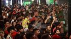 Hàng nghìn người Hà Nội đổ ra đường đón Tổng thống Mỹ