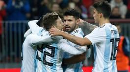 Aguero lập công, Argentina thắng Nga gây tranh cãi